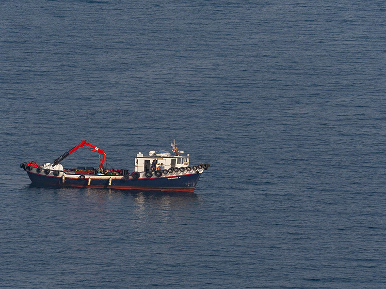 Eines der Reinigungsschiffe, die den Ölschlamm wegputzten. (c) Tobias Schorr
