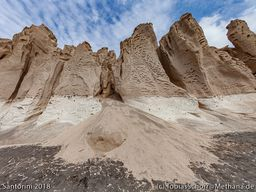 Wunderschöne Erosionsformen im Bimsfelsen. (c) Tobias Schorr