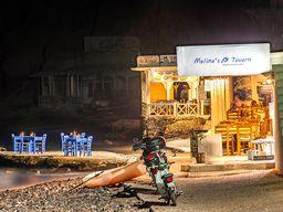 Die Tavernen am Strand von Akrotiri. (c) Tobias Schorr