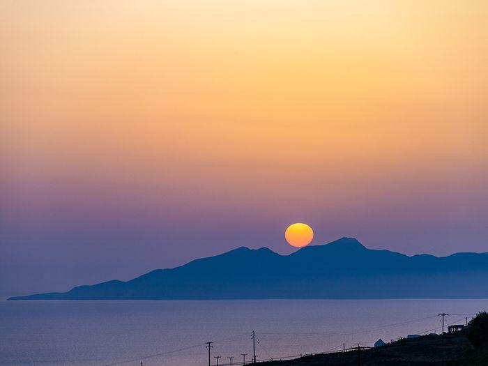 Sonnenaufgang über der Insel Anafi. (c) Tobias Schorr