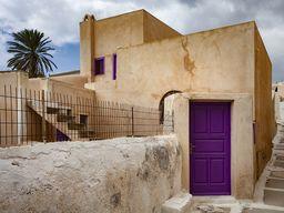 """Das """"violette"""" Haus in Emporio. (c) Tobias Schorr"""