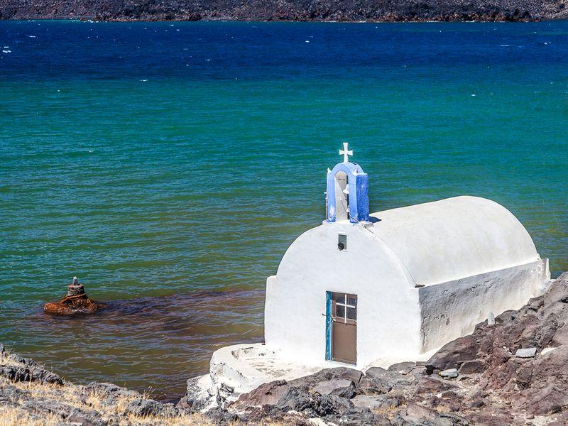 Die kleine Kapelle Agios Nikolaos auf der Insel Palia Kameni (c) Tobias Schorr