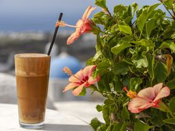 Frappé - das typische Getränk eines griechischen Cafés! (c) Tobias Schorr