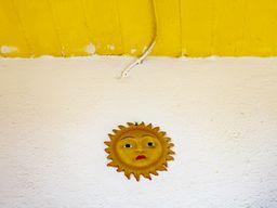 Die traurige Sonne von Thirasia. Stört sie der Massentourismus? (c) Tobias Schorr
