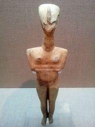 Kykladen-Idol aus Marmor, das im Steinbruch Thira gefunden wurde