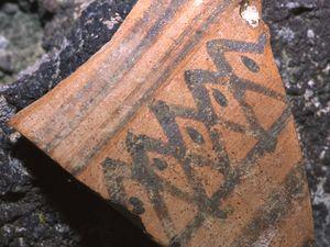 Solche minoischen Scherben kann man besonders bei Ia immer wieder entdecken.