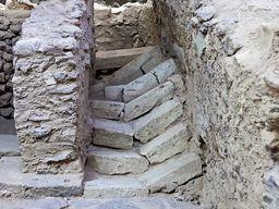Eine Treppe, die durch Erdbeben zerbrach. (c) Tobias Schorr