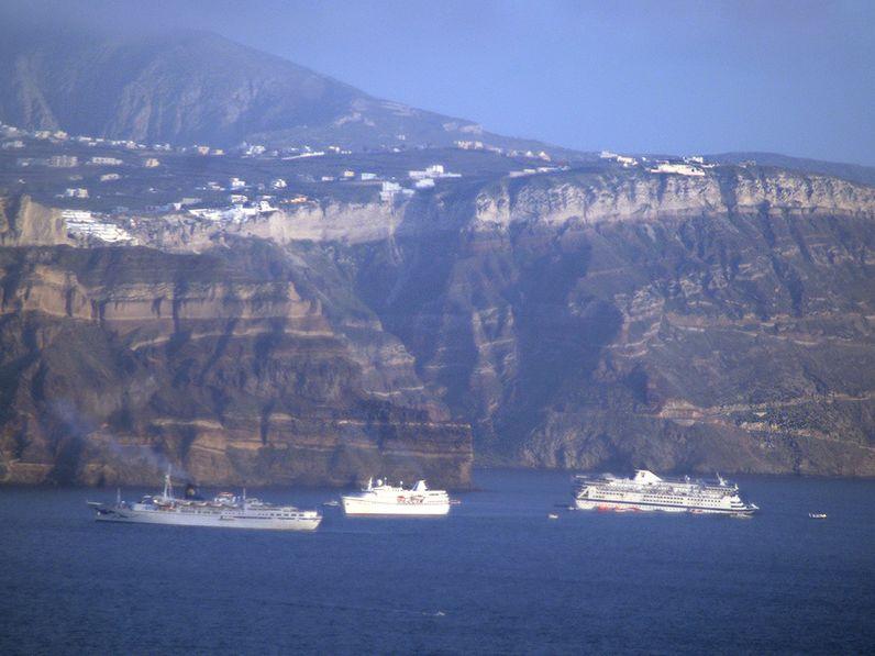 Der Untergang des Kreuzfahrtschiffes Ms Sea Diamond in der Caldera von Santorin. (c) Thomas Reimers 2007